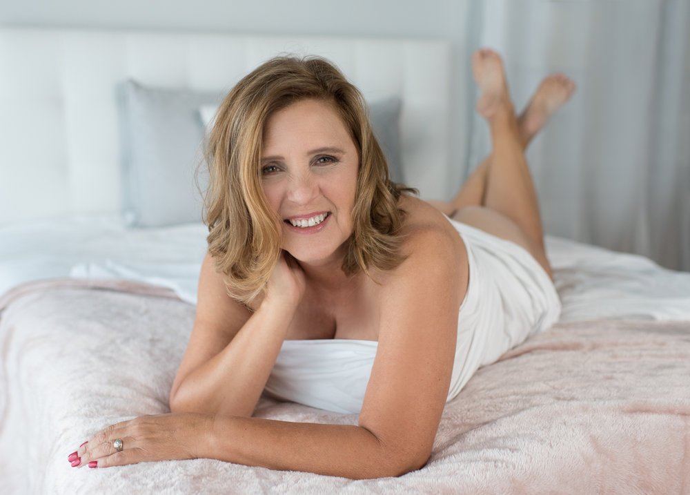 D. Phillips Photography White Sheet Bedroom Session Clarksville Fort Campbell Boudoir