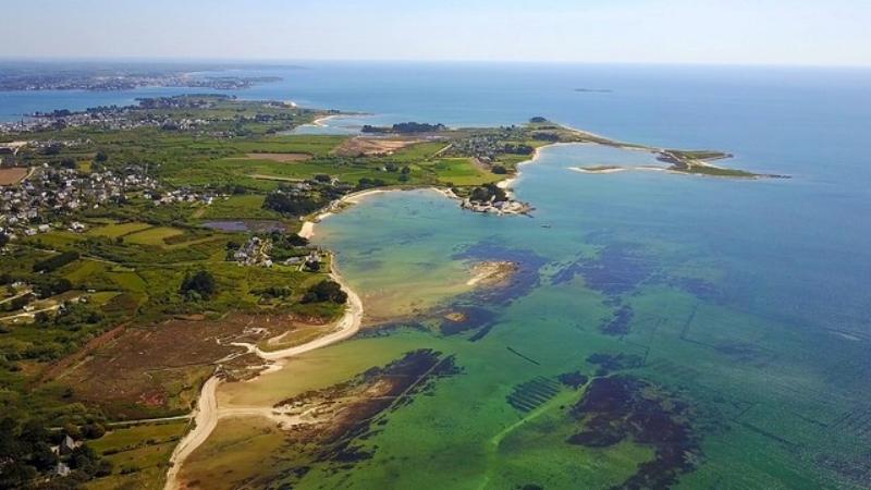 Locmariaquer, Brittany, drone vue