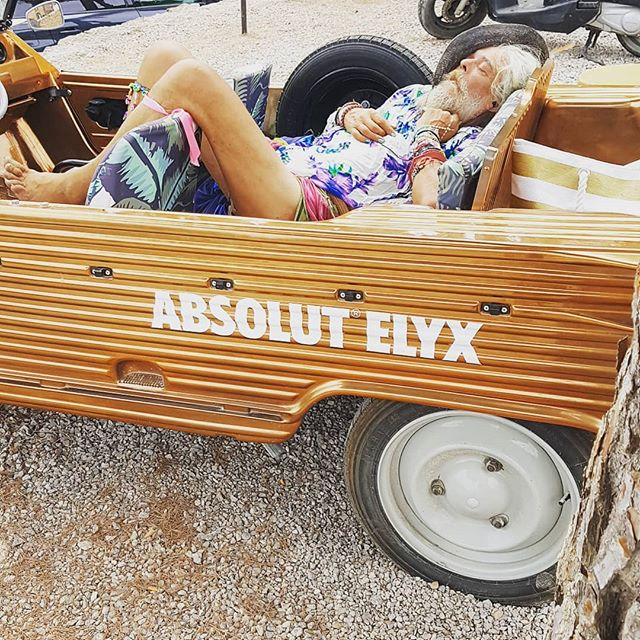 Stumbled across this reveller in the carpark as I came back to breakdown @midsommarfestofficial at 6am yesterday. I think he'd had a good night #raveatanyage #retirementgoals #ibiza #setdesign #funatwork #bloodsweatnotears