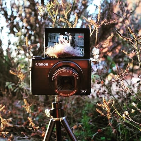 Say cheese! Vlogging set up with the #canong7x #vlogger #youtuber #framedplanet #mattwidgery #vlogcamera #canon