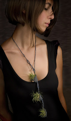 living-necklace-paula-hayes.jpg
