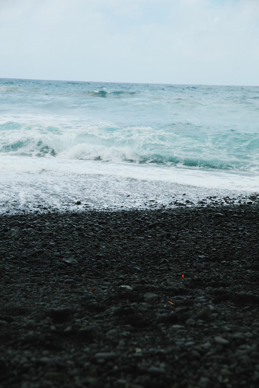 maui hawaii black sand