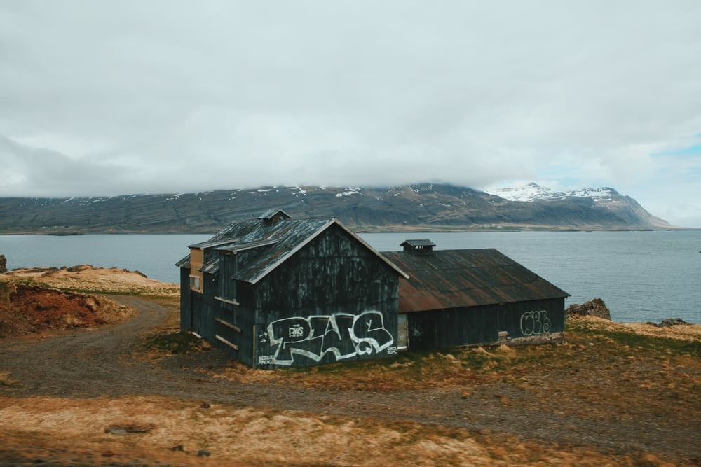 iceland graffiti barn