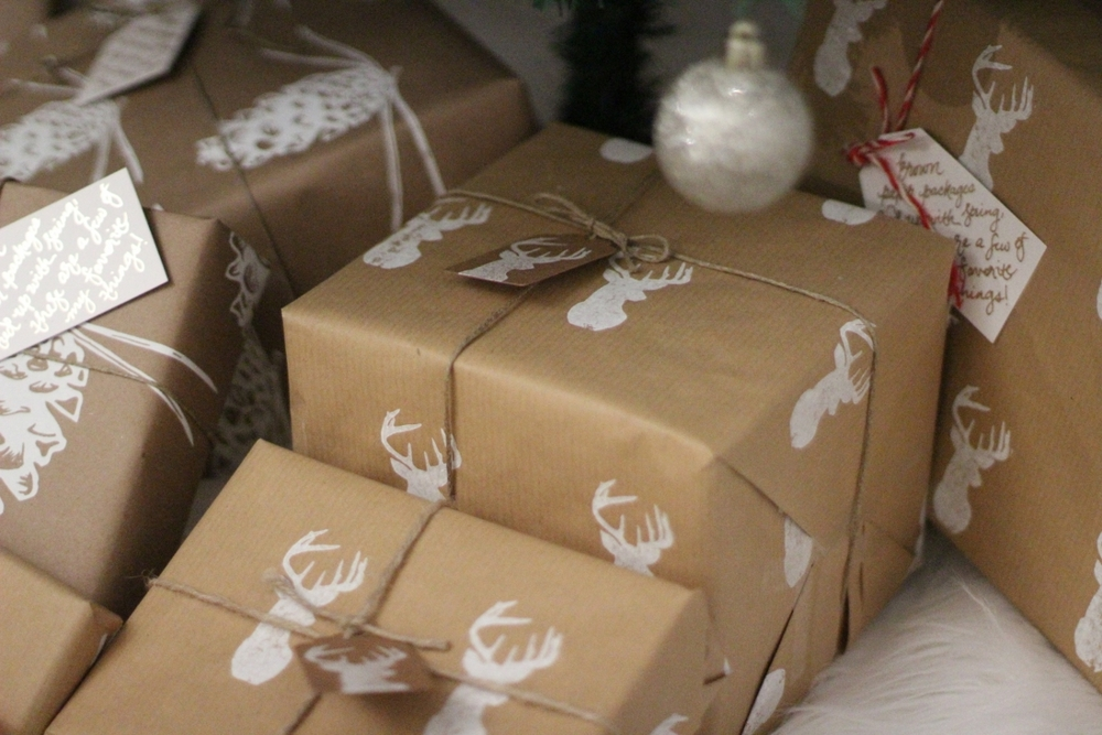 I love love brown Christmas wrapping. It's so classic!  Reindeer Wrapping Paper  Use code Lemon10 for 10% off!
