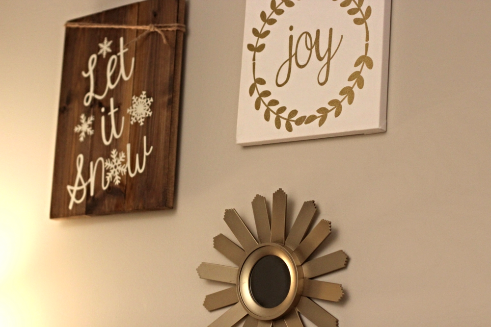 Joy Canvas // Let It Snow Sign   Thank goodness people are artistic because I'm not! I love these signs!