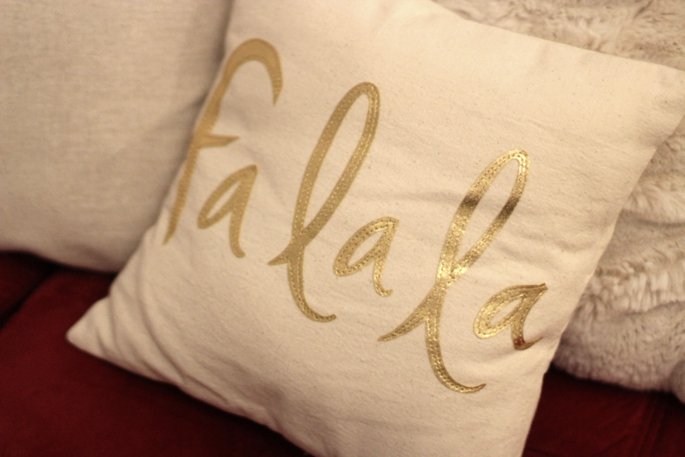 Fa la la Pillow // I have a slight pillow obsession....