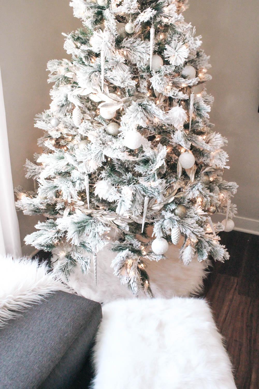 White and Gold Christmas Decor — Lemon Blonde