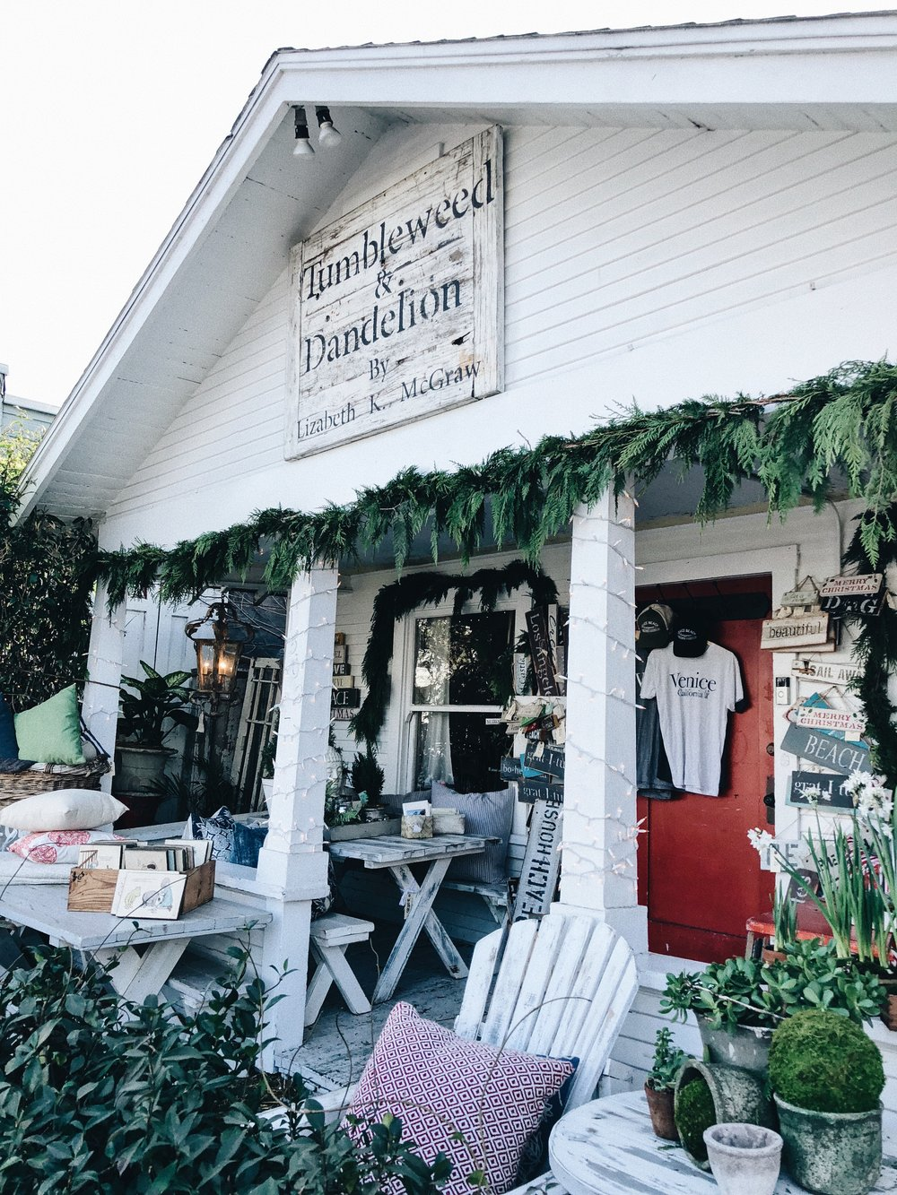 - Tumbleweed & Dandylion makes the yummiest, handcrafted, soy candles with the most unique scents. They also offer custom home furnishings and home decor that are all handcrafted in America. When you walk in, you'll feel right at home with their cute decor and cozy set up.