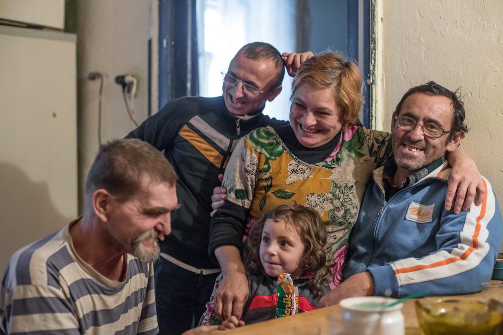 Originaire de Slovaquie où ils tenaient une exploitation agricole, la famille Makuna est arrivée à Prednadrazi voilà une dizaine d'années. Elle ne se voit pas s'installer ailleurs.