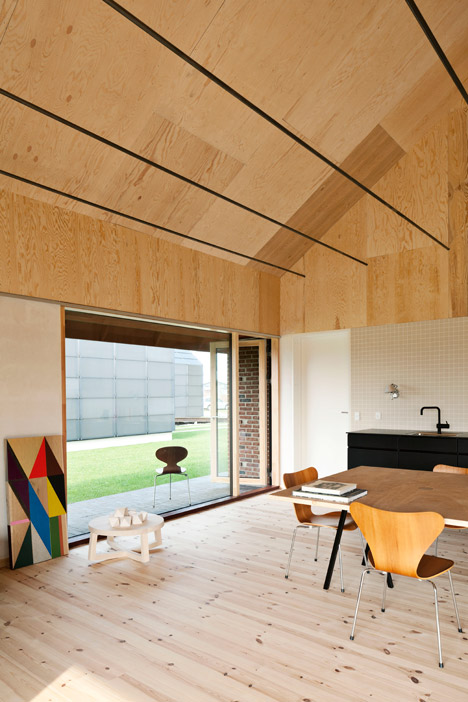Brick-House-by-Leth-and-Gori_dezeen_468_3