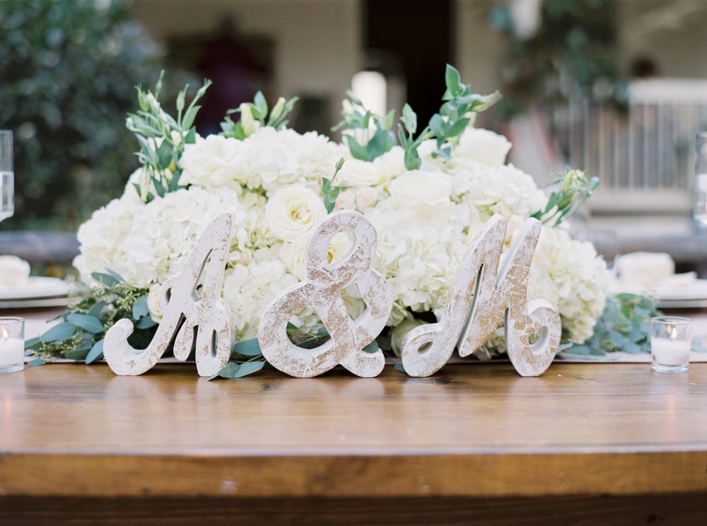 Sweetheart-table-floral-arrangment