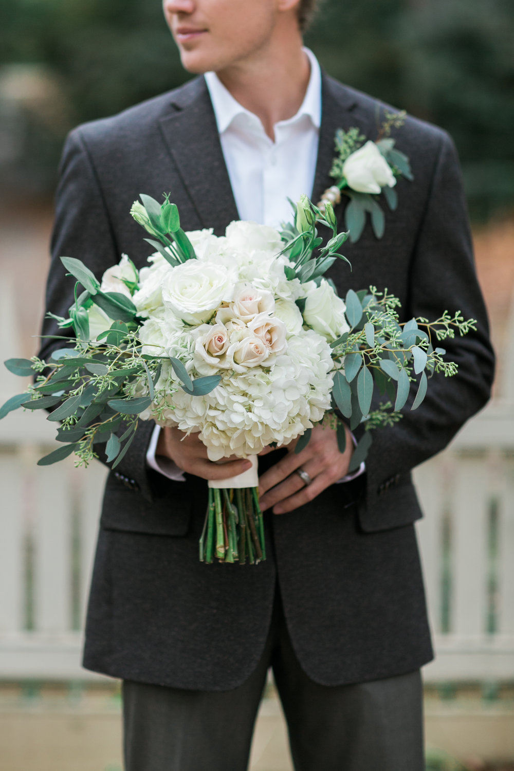 romanticwhitebouquet.jpg