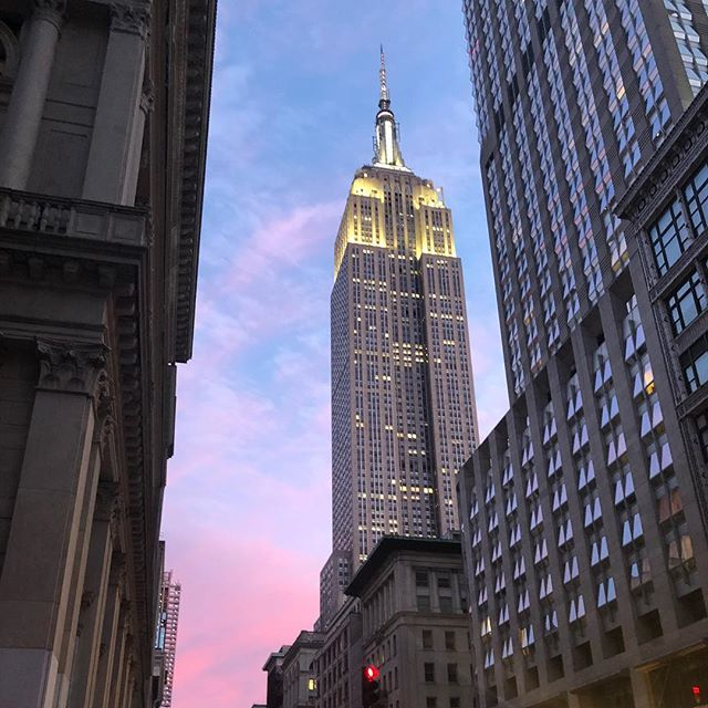Only in NYC #sunsetnyc #empirestatebuilding