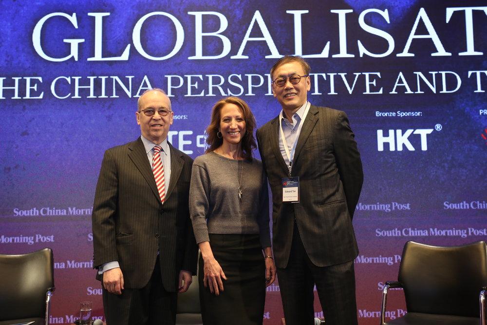 (图左起)丹尼尔•拉塞尔、香港美国商会会长早泰娜女士、高风咨询公司董事长兼首席执行官谢祖墀博士。