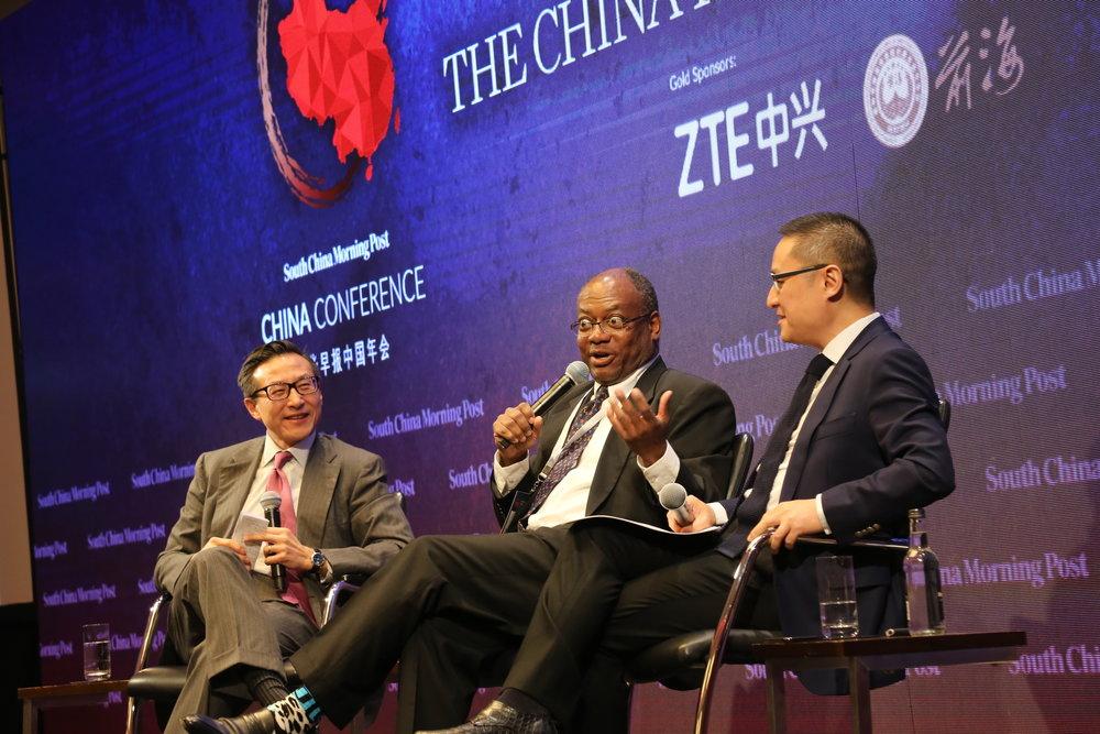 (图左起)南华早报出版有限公司主席及阿里巴巴集团副主席蔡崇信先生、香港大學新聞及傳媒研究中心总监瑞凯德教授、成为资本执行合伙人及观察者网创始人李世默博士。