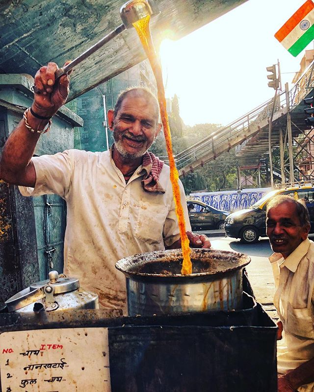 There is always time for cutting chai. Mumbai, India 2019. . . #tea #bhaaiekchai #cuttingchai #bombay #streetphotography #seetheworld #cupoftea