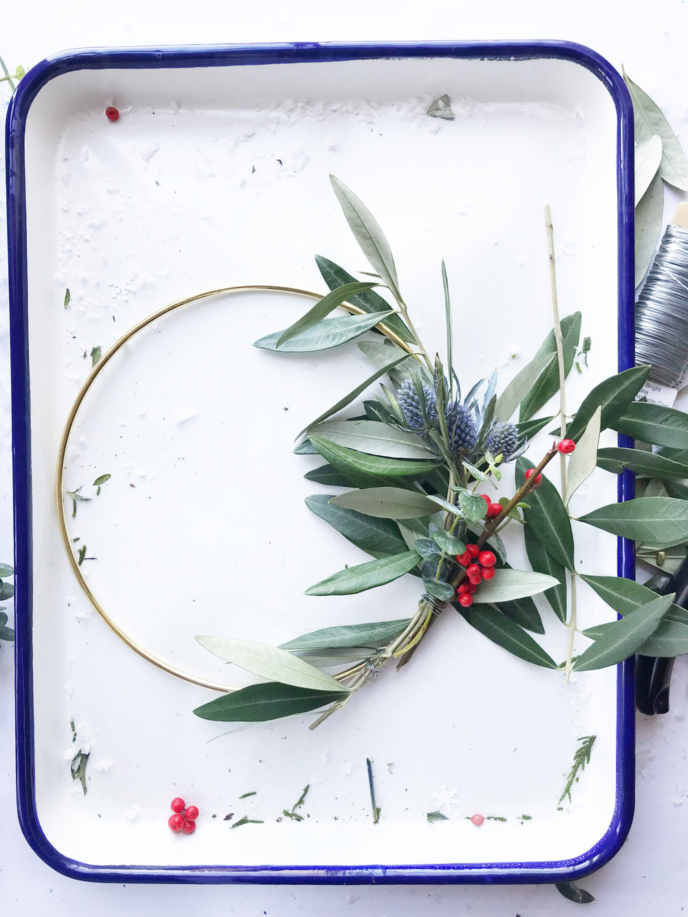 diy_holiday_wreath_13.jpg