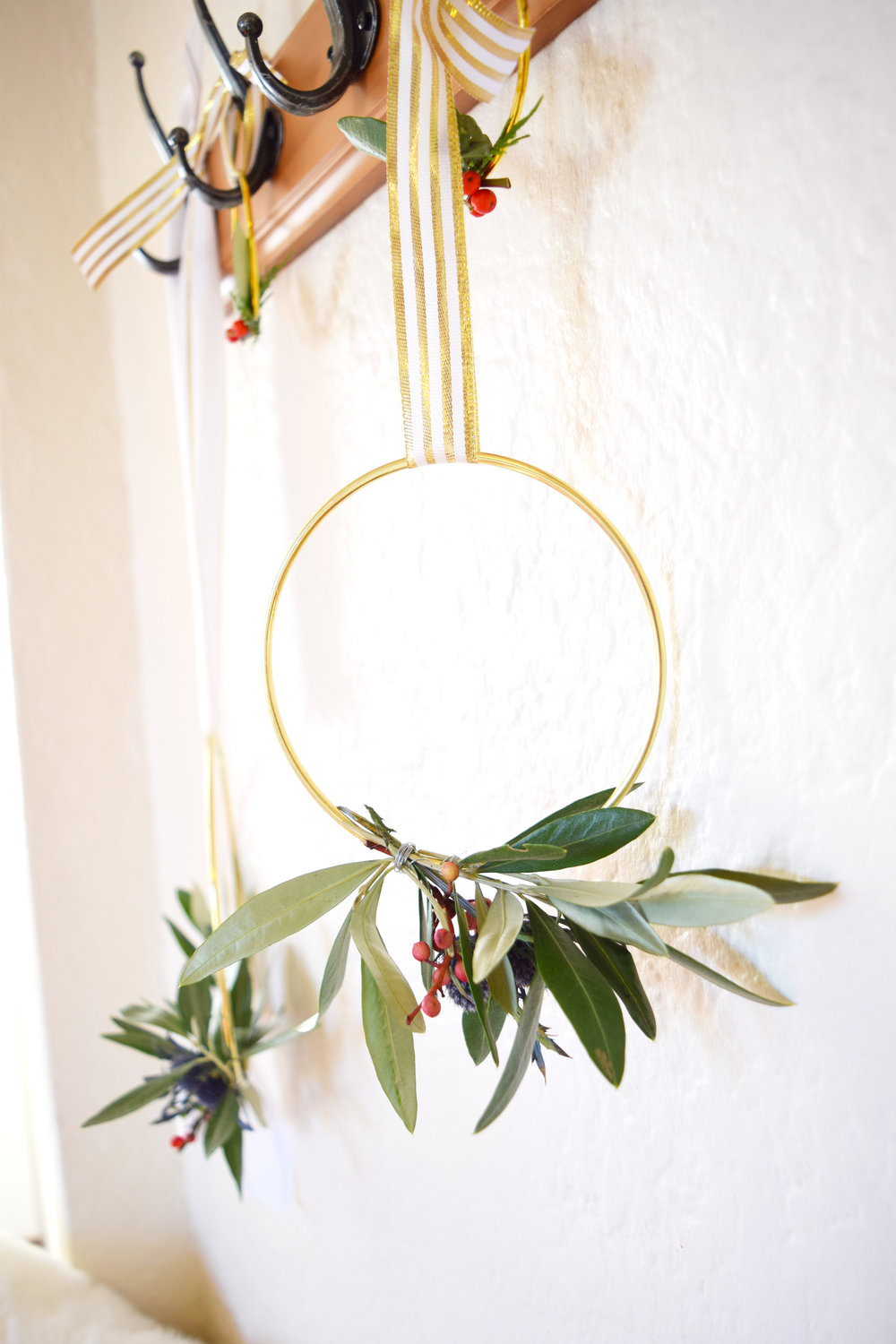 diy_holiday_wreath_5.jpg