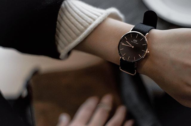 Rose gold beauty in the Classical Black Cornwall. @DanielWellington is gifting you guys with %15 your purchase with code CHROME at checkout. #DanielWellington #DWClassicBlack