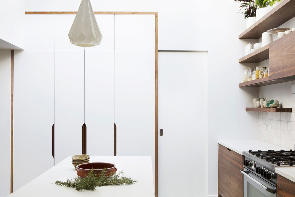larder, minimalist kitchen, wood handles, kitchen spray