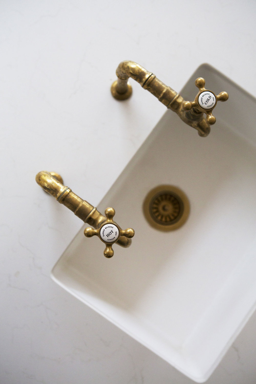 brass taps, victoriana vicotiran design, kitchen sink