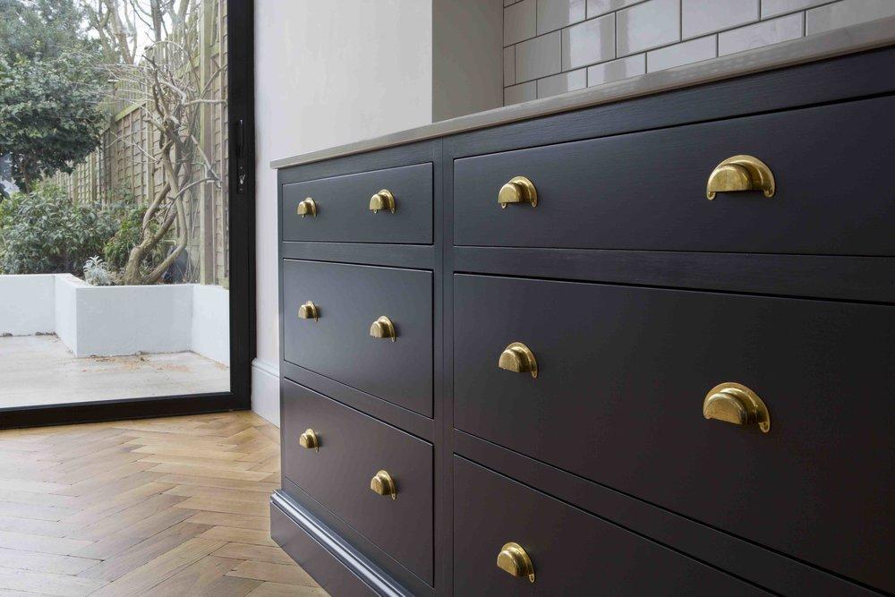 blue Victoriana drawers, brass handles, kitchen design, shaker