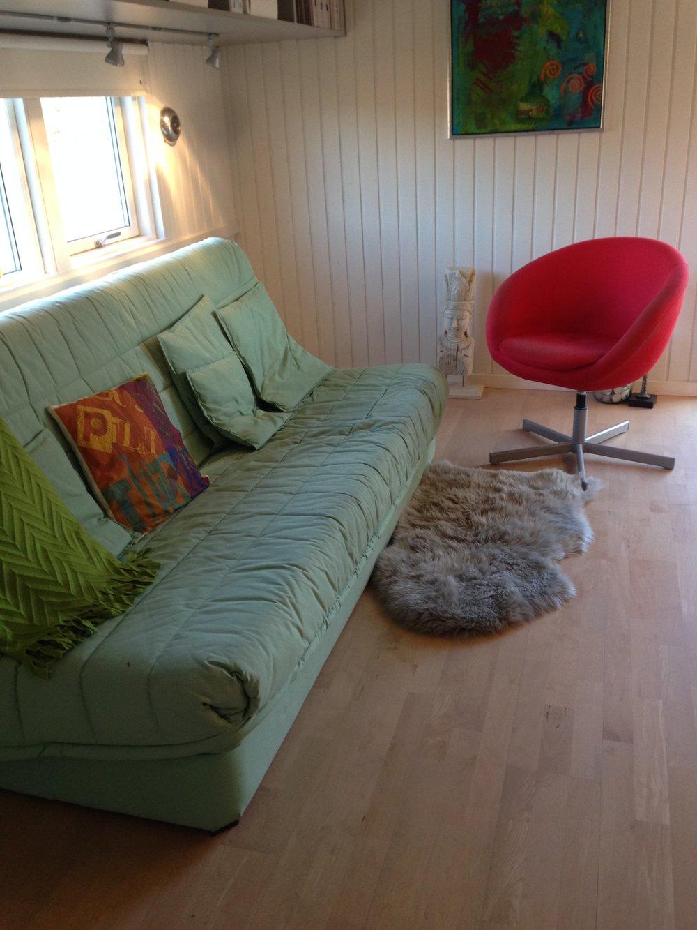 Et gæsteværelse er ofte fyldt med ting og møbler der er blevet tilovers fra et andet rum.