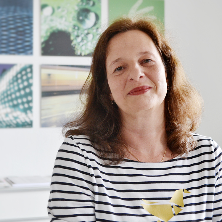 Katrin Schneider   Administration  +49 (711) 23886-27  katrin.schneider@pressecompany.de