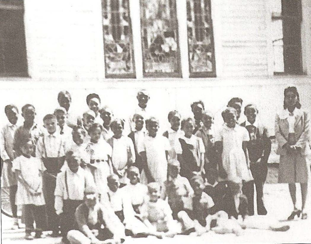 1944 Flat Rock School picture (photo courtesy Narvie Jordan Harris)