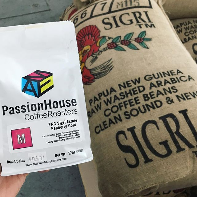 Fresh bags of Papua New Guinea Sigri Estate Peaberry just arrived! This beautiful coffee shows some of the earthy notes typical of Indonesian coffees, with a more refined cleanliness and deep fruit flavors. Pick up a bag at or cafe or the link in our bio! #papuanewguinea #peaberry #singleorigin