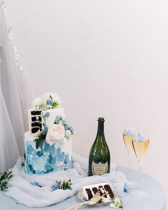 cake & champagne 🍾 what better way to celebrate The Bachelor Finale tonight ✨🤸🏼♀️