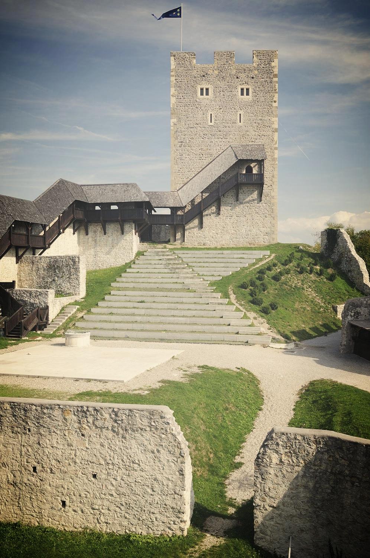 Prireditveni prostor in Friderikov stolp