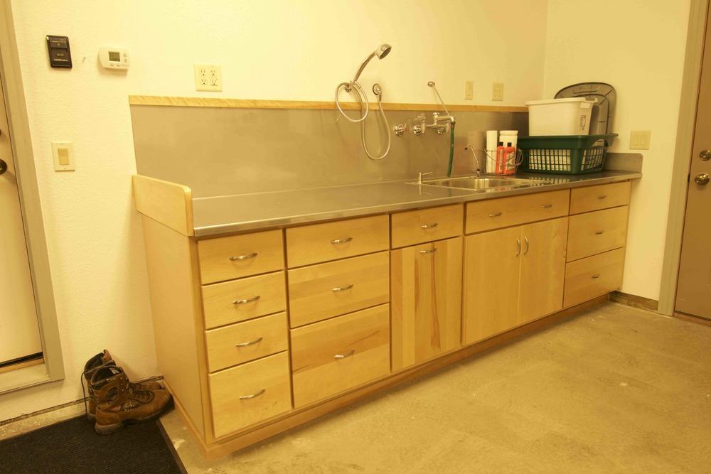 15-4.7  Flat Panel - Garage Table