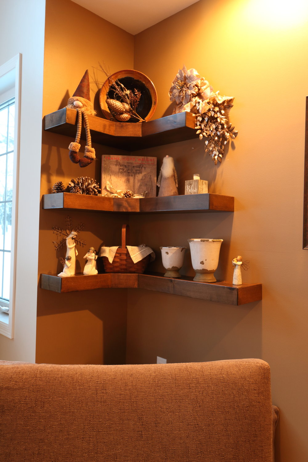 Bracketless Corner Shelving