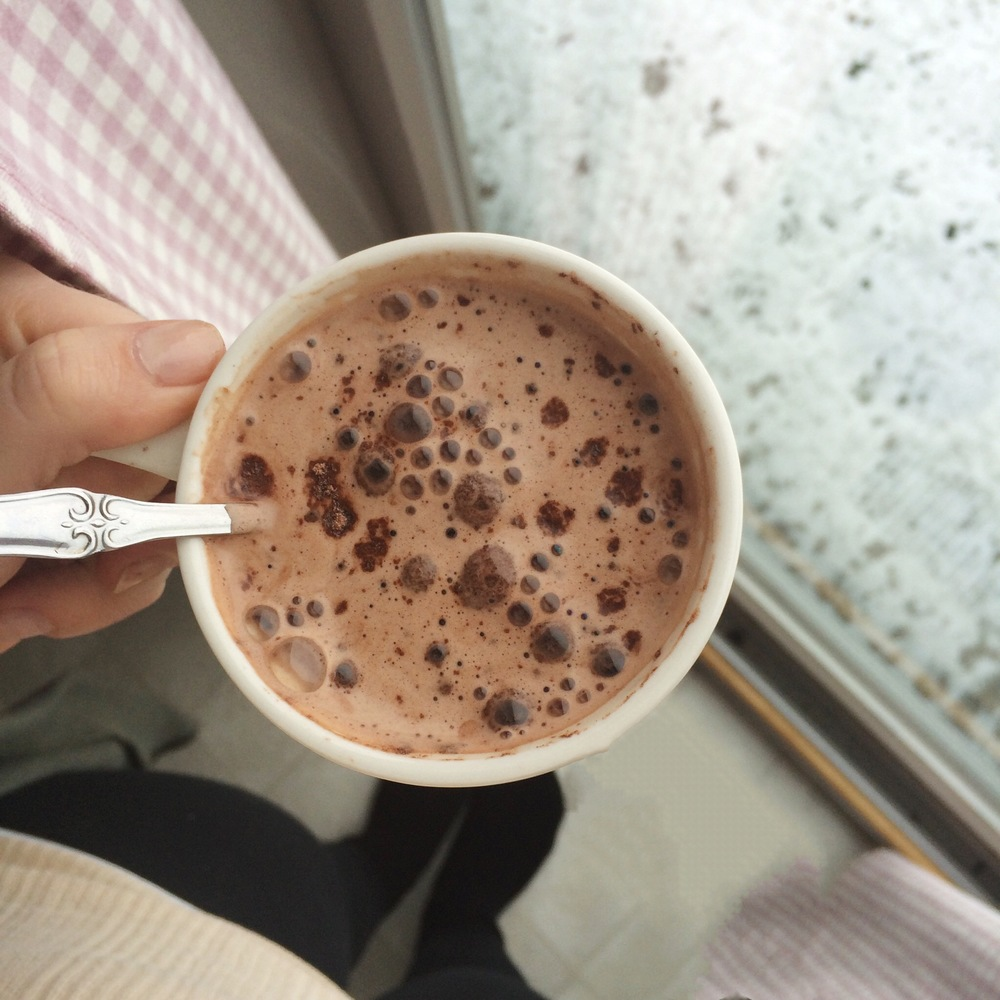 Hot chocolate a snowy day | loveshyla.com