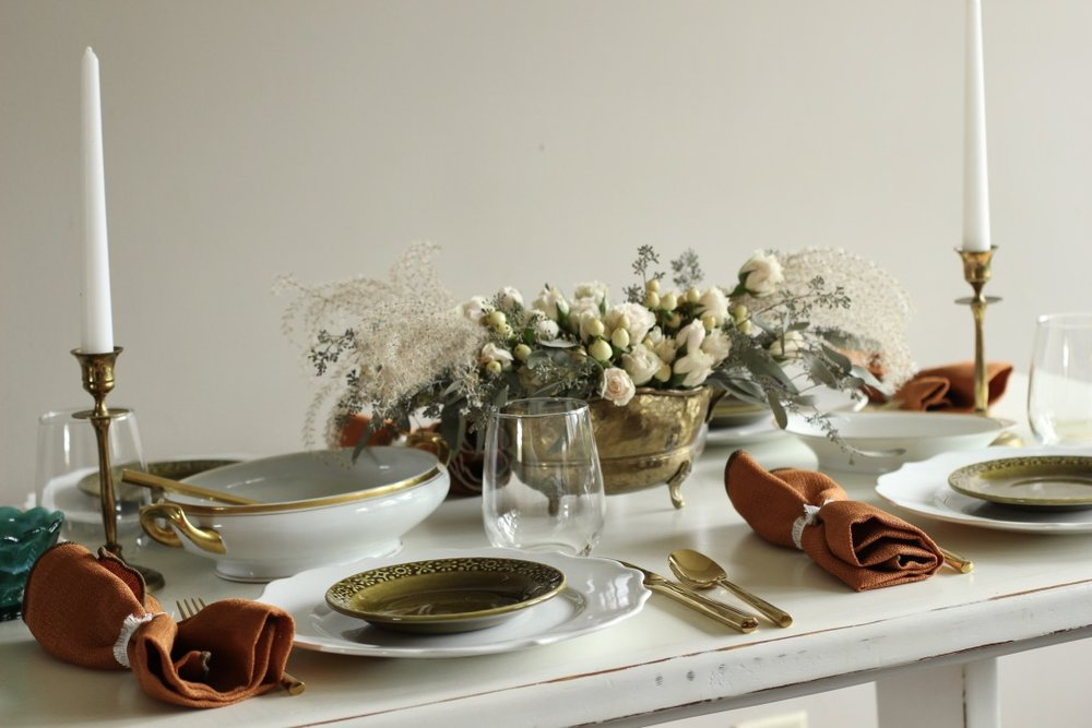 Our Thanksgiving Table | tablescape, thanksgiving meal, pumpkin pie | loveshyla.com