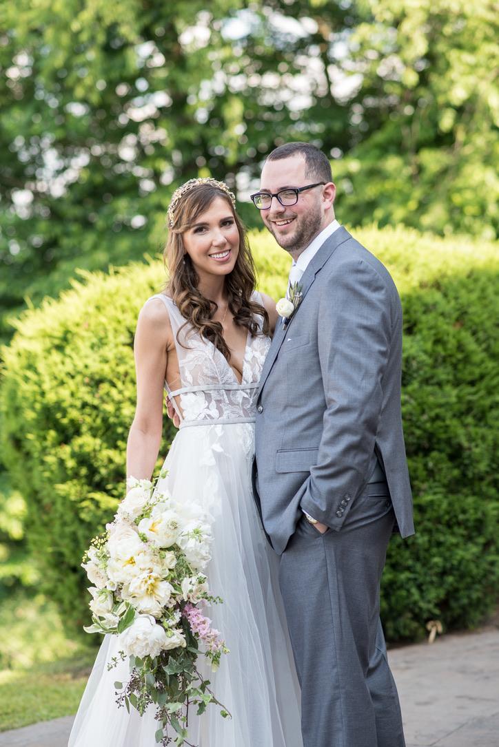 Lush Feminine Wedding Florals | Benton Grove Bed & Banquet, Morgantown, West Virginia, Flowers: Love Shyla