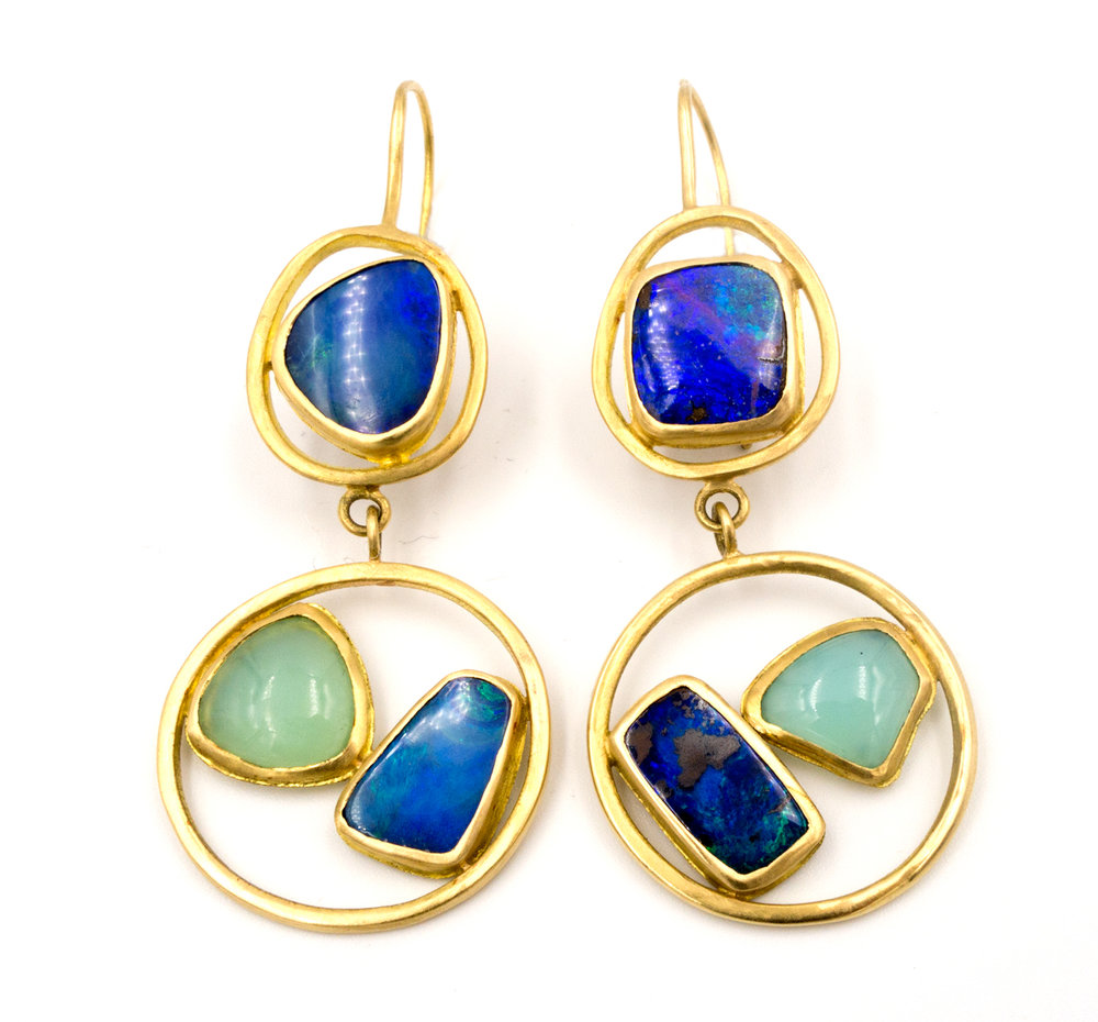 18k yellow gold and opal circle earrings
