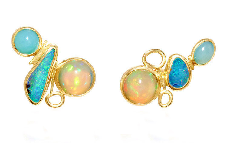 18k yellow gold and opal studs