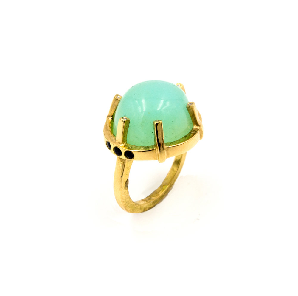 18k yellow gold high-domed opal ring