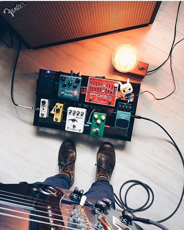 @krostout is rad and this board is rad and that lamp is rad and that POG2 is red. . . . . . #bootsandboards #pedalboard #guitar #guitarist #pedalporn #pedalboardfrenzy #pedalboardoftheday #geartalk #epiphone #fender