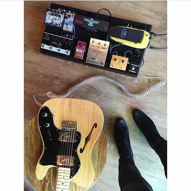 @blueoaksmusic the guitar. The floor. The grain. so much grain. All the grain. Like, a Montana sized amount of grain. Has anyone ever met anyone from Montana? I haven't. No way that place exists. But I digress. Sick rig bro. . . . . . #pedalboard #bootsandboards #pedalboards #geartalk #telecaster #gearnerds #guitar #instaguitar  #gearpassion #pedals #guitareffects #geartalk #gearpost #instadaily #guitarplayer #geartopia #guitarist