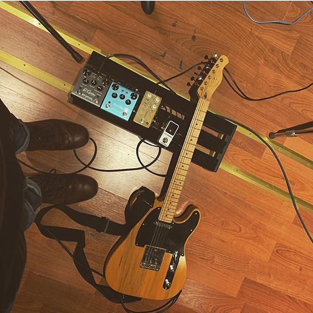 @jakemcarthurmusic This is such a breath of fresh air. Simplicity in it's finest. You decided to take a weekend trip to Tele Town and just packed the essentials, and I am HERE. FOR. IT. . . . . #bootsandboards #Geartalk #pedalboard #guitar #guitarplayers #guitardaily #pedalboards #gearnerds #gearpost #geartopia #fender #Telecaster #Strymon #jhs