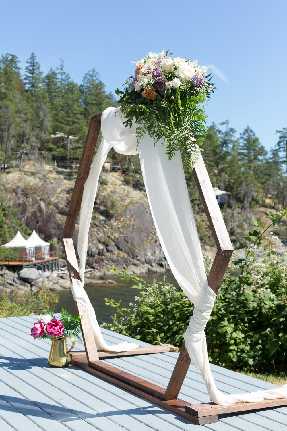 hexagon wedding arch rockwater secret cove.jpg