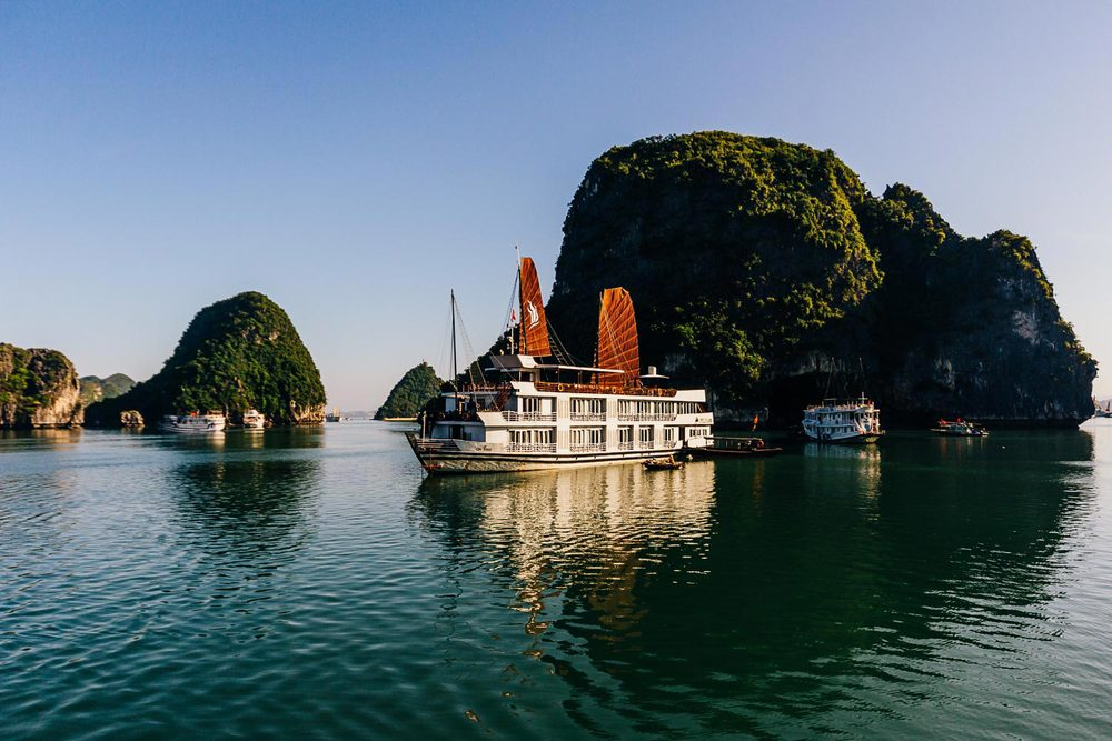 vietnam-halong-bay-boat-cruise.jpg