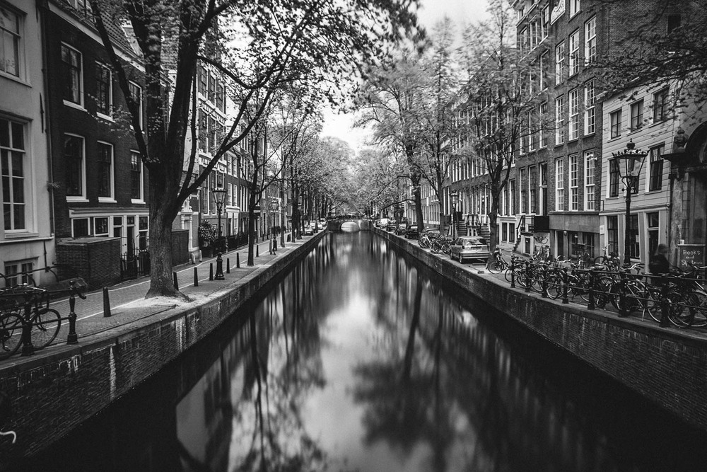 amsterdam-black-and-white.jpg