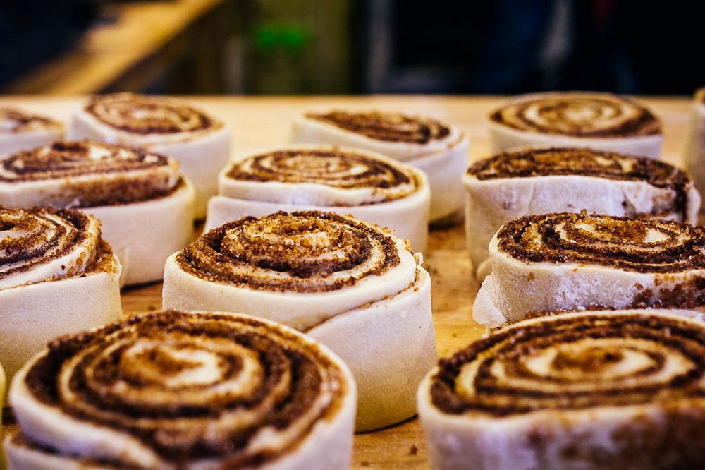 london-christmas-cinnamon-rolls.jpg