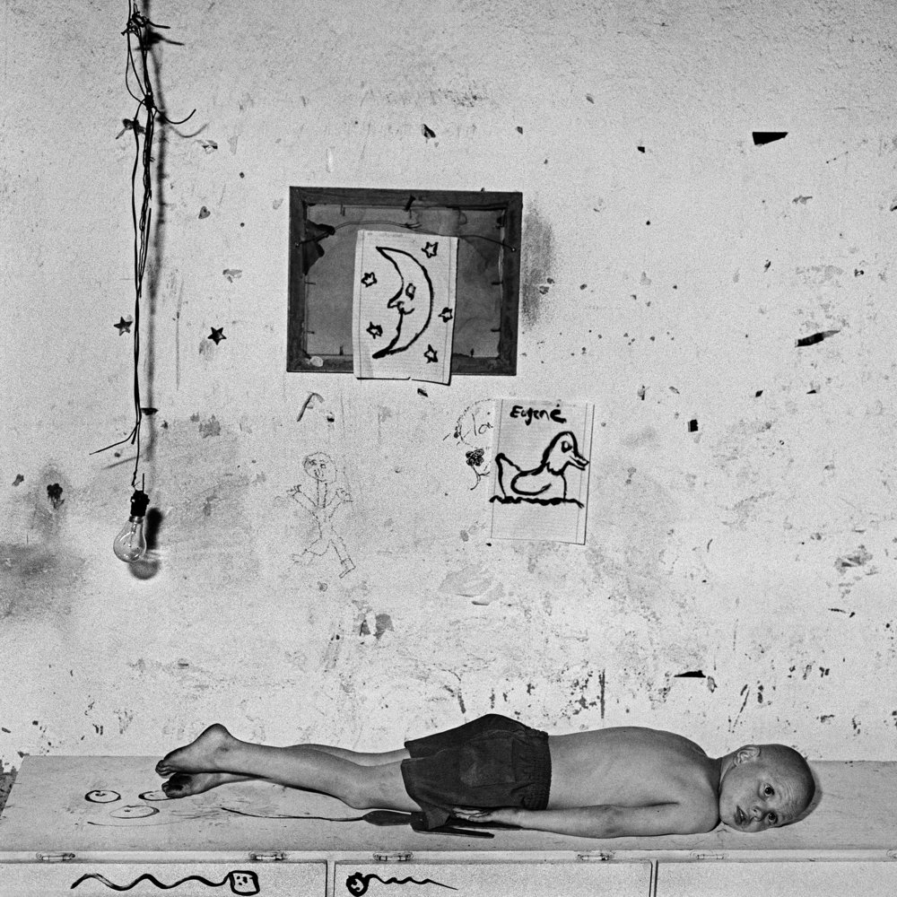 Under the Moon, 2000 - Edition 12/20 - 40 x 40 cm                                                                      © Roger Ballen / Courtesy Galerie Karsten Greve