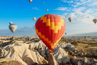hot-air-balloons-691941_640.jpg