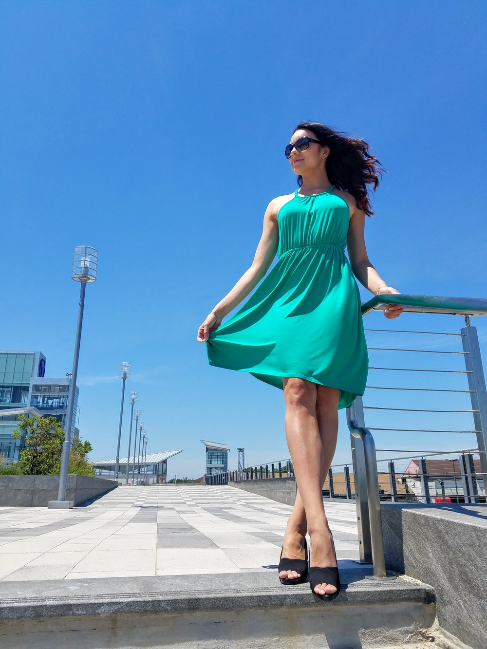 green dress, summer dress, black sandal heels, beautiful weather, summer, flowy dress